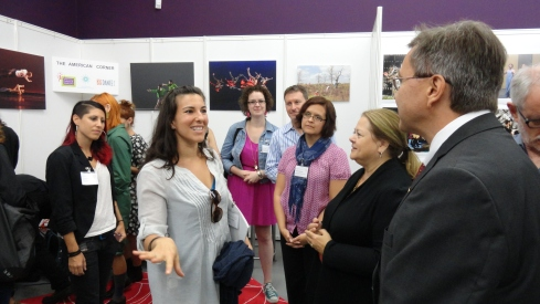 Ana Maria Alvarez, artistic director of CONTRA TIEMPO, meeting the Consul General of the U.S. Consulate in Düsseldorf as part of the American Corner delegation to the internationale tanzmesse 2012.