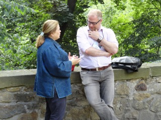 IMG International Director Niels Gamm and Carolelinda in discussion